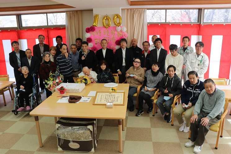 時崎睦男さんが百歳を迎えられました