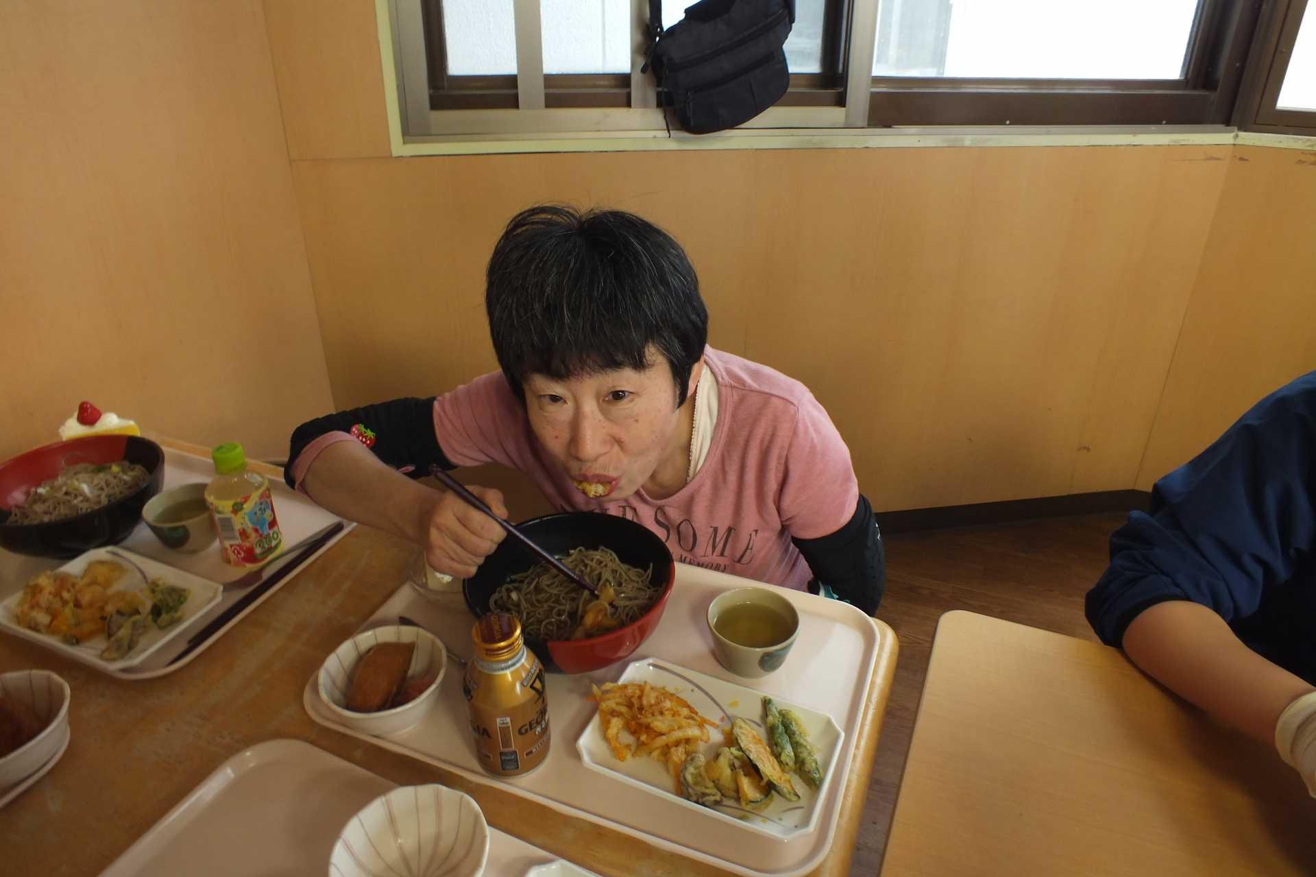 進和やましろホーム 5月度食事会(天ぷらバイキング)